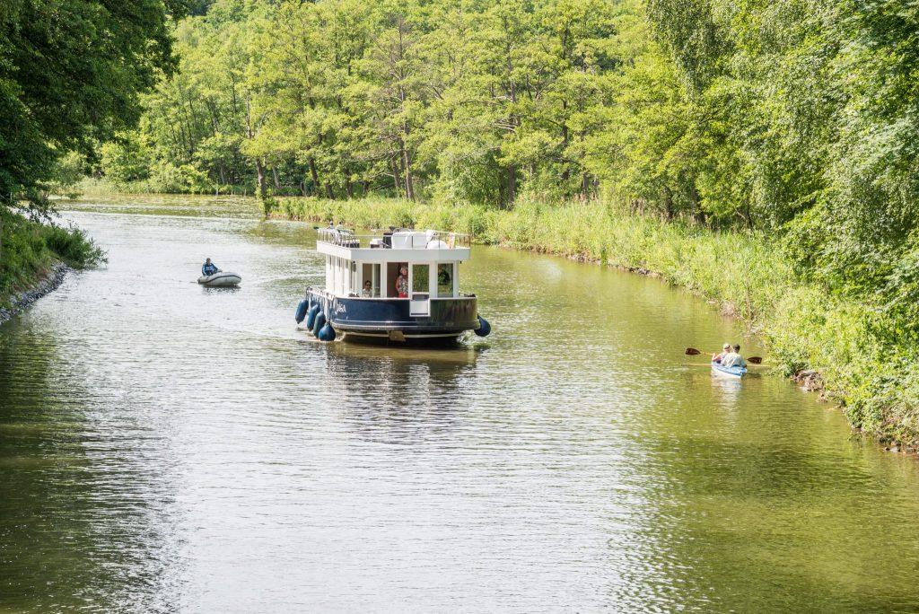 Hausbootfahrt auf Rheinsberger Gewässern_TV Ruppiner Seenland e.V._Studio Prokopy